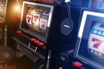 Que sont les symboles Scatter et Wild sur les slots ?